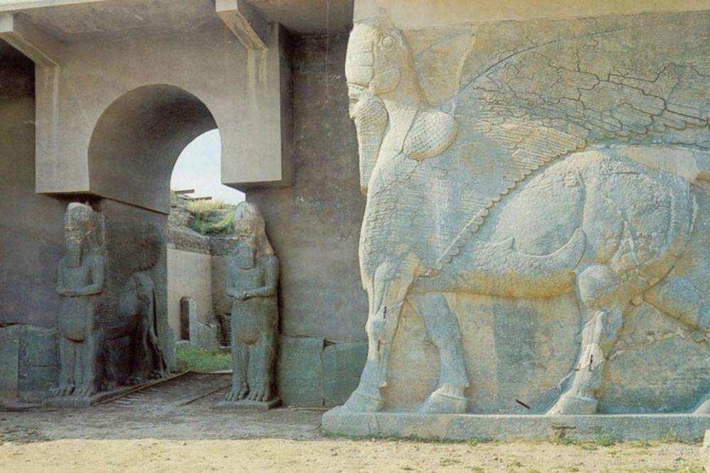 (VIDEO) ZVERI I VANDALI: ISIL uništio biser kulture - drevni asirski grad Nimrud