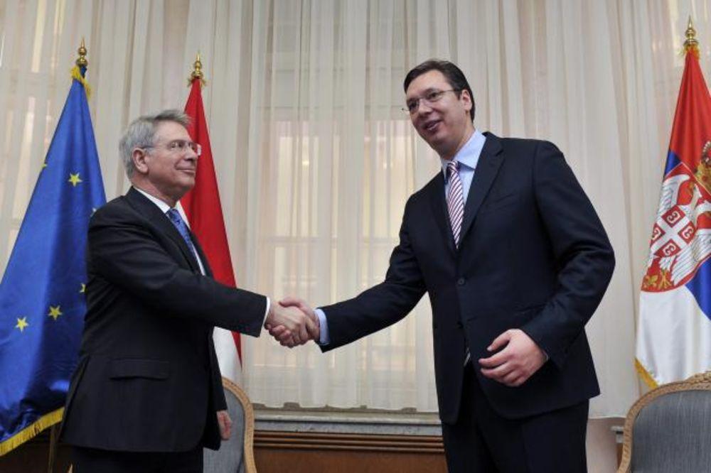 VUČIĆ SA AMBASADOROM HOLANDIJE: Podrška Srbiji na putu u EU