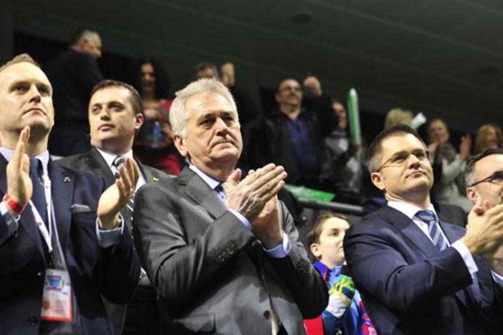 UVEK UZ ORLOVE: Predsednik Nikolić bodri srpske tenisere u Kraljevu