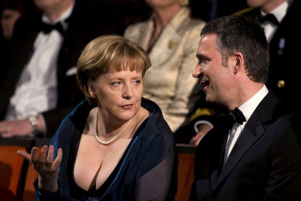 STOLTENBERG: Merkelova me nagovorila da dođem u NATO, kako da odbijem tako lepu damu!