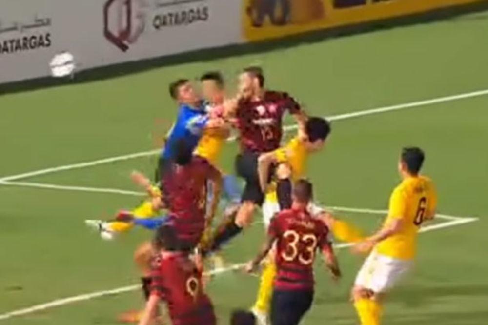 UZNEMIRUJUĆI VIDEO: Kineski golman doživeo petostruki prelom lica u sudaru sa saigračem!