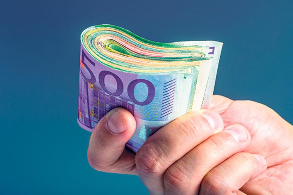 ZA NJIH NEMA KRIZE JER SVE PLAĆAJU GRAĐANI: Penzije političara i do 15.000 evra!