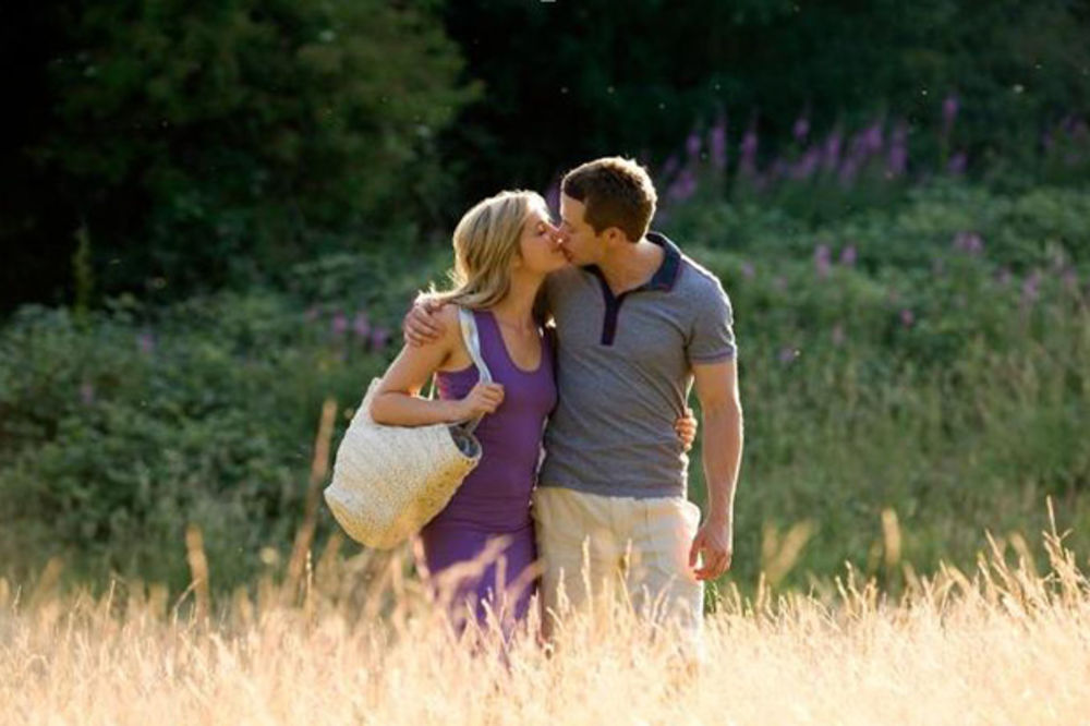 KRATKI SAVETI ZA NEISKUSNE LJUBAVNIKE: 7 načina da iskažete ljubav bez reči