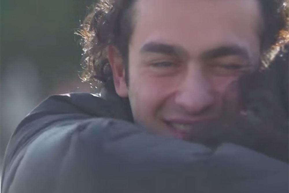 (VIDEO I FOTO) NATERAĆE I VAMA SUZE NA OČI: Zbog ovoga je gluvi mladić zaplakao