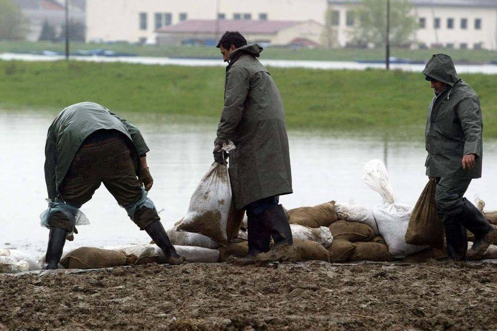 VANREDNA ODBRANA NA IBRU: Džakovi sa peskom kod bunara za snabdevanje