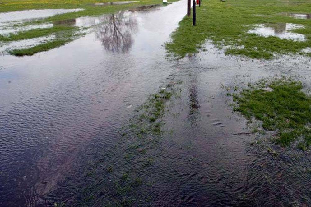 PADAVINE U BEOGRADU: Voda u dvorištima 70 kuća u Batajnici, u Bariču bilo manjeg izlivanja