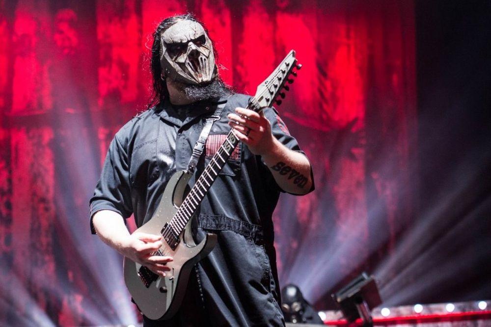 BILI MRTVI PIJANI: Gitaristu Slipknota brat ubo nožem u glavu!