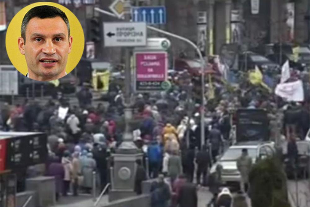 (VIDEO) KIJEV NA ULICAMA: Traže ostavku gradonačelnika Klička i manje dažbine