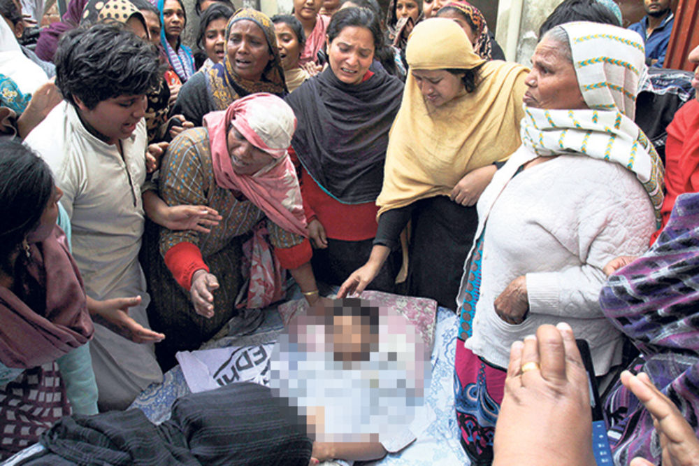 MASAKR U LAHORU: Na molitvi ubili najmanje 14 hrišćana!