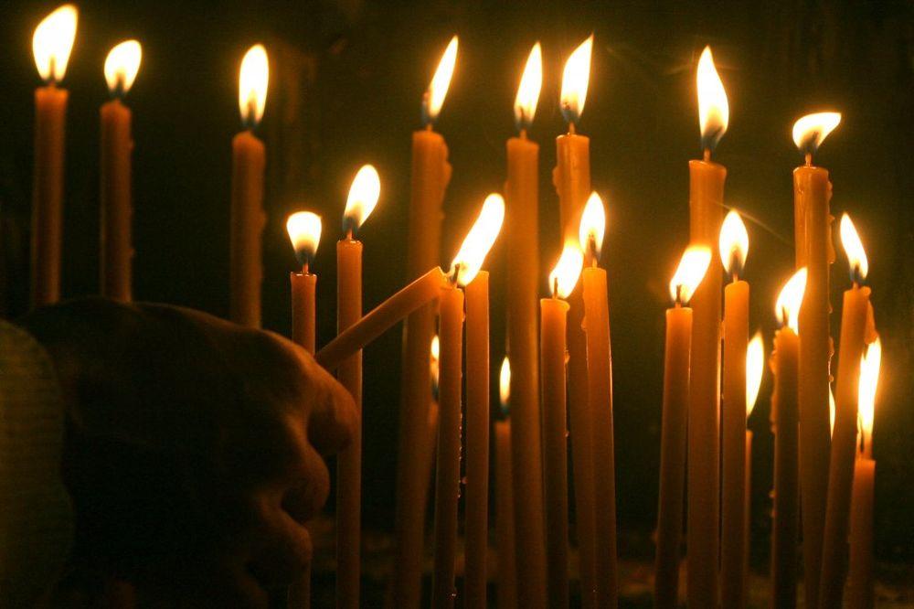 JAGODINA ODUŠEVLJENA: Blagodatni oganj dočekalo nekoliko stotina vernika