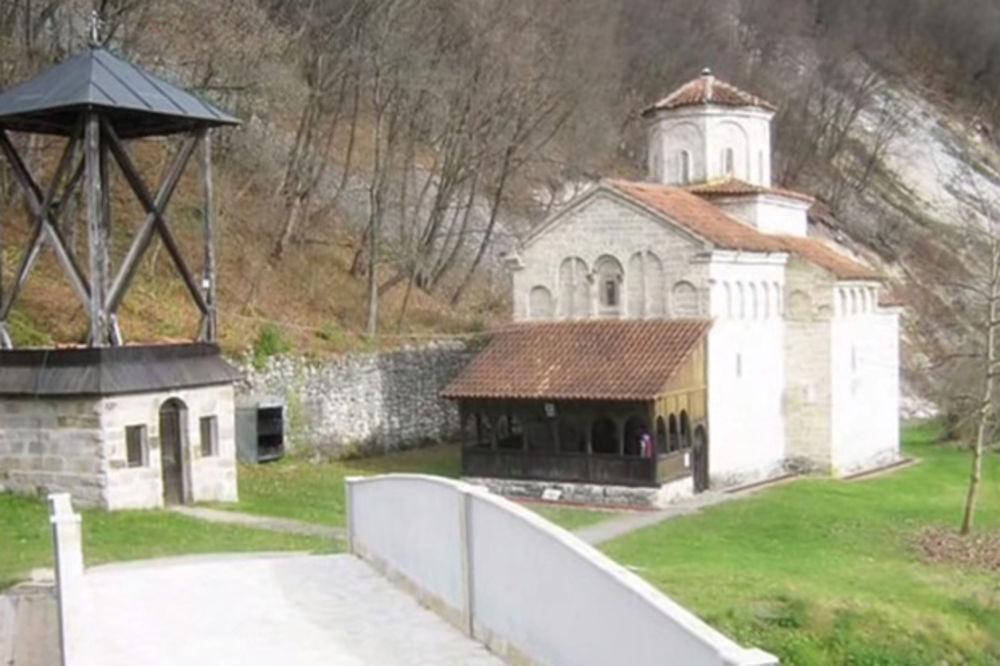 (VIDEO) ARILJE: Klizište preti da proguta manastir Klisuru