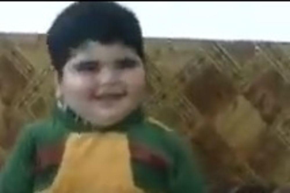 (VIDEO) NEĆETE OSTATI RAVNODUŠNI: Ovaj bucmasti dečak orijentalni ples nosi u malom prstu
