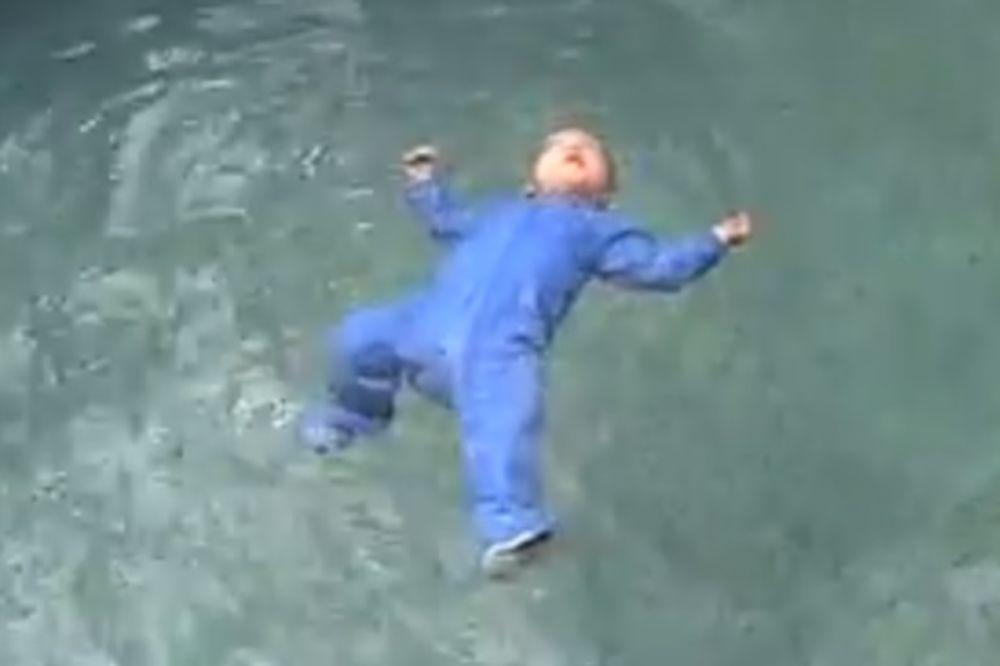 (VIDEO) SPREČITE BEBU DA SE NE UDAVI: Pogledajte video koji može spasiti život vašem detetu