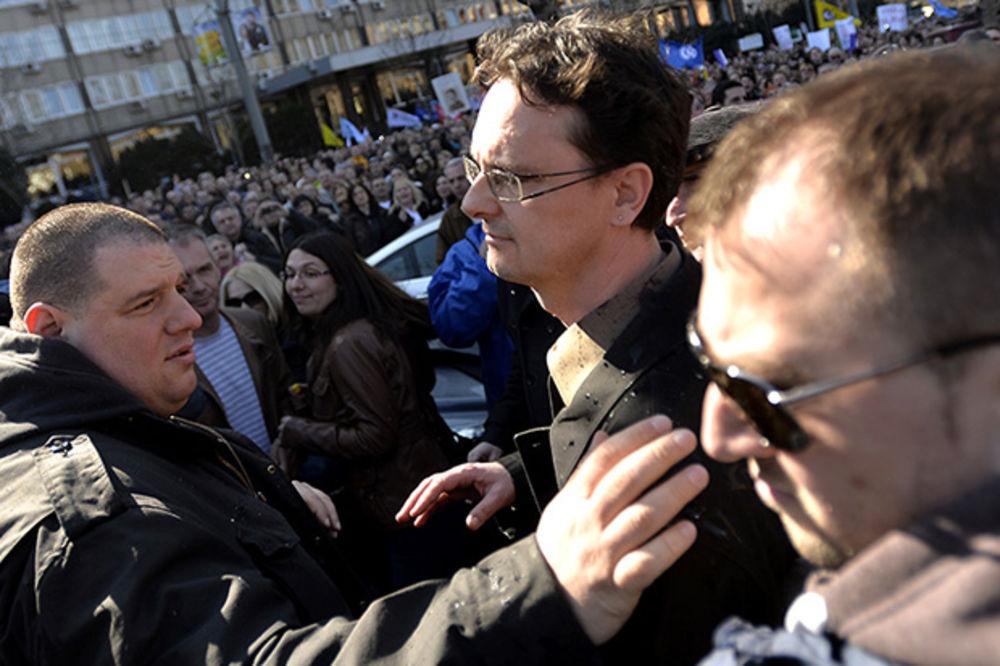 PROTEST PROSVETARA: Ministra polili vodom, dogovora nema, štrajk se nastavlja