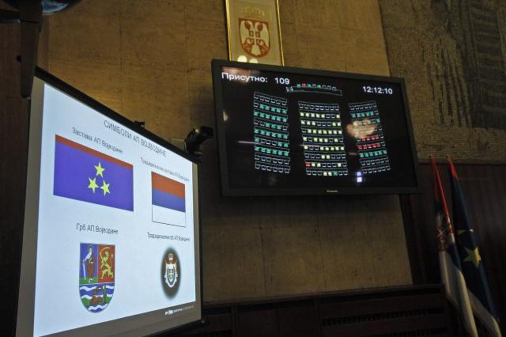 SKUPŠTINA VOJVODINE: Srpski grb i zastava nisu usvojeni