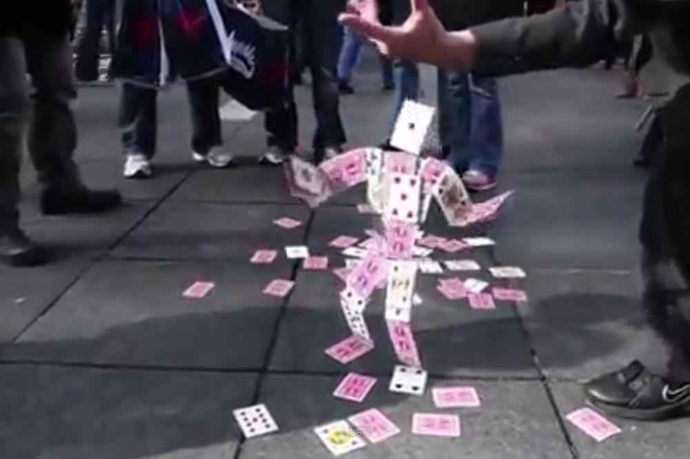 (VIDEO) Izveo je trik s kartama star 5.000 godina. Ovako nešto u životu niste videli!