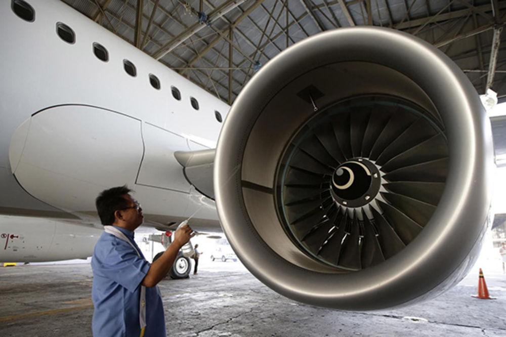 DRAMA U BOINGU IZNAD AMERIKE: Avionu usred leta eksplodirao motor!