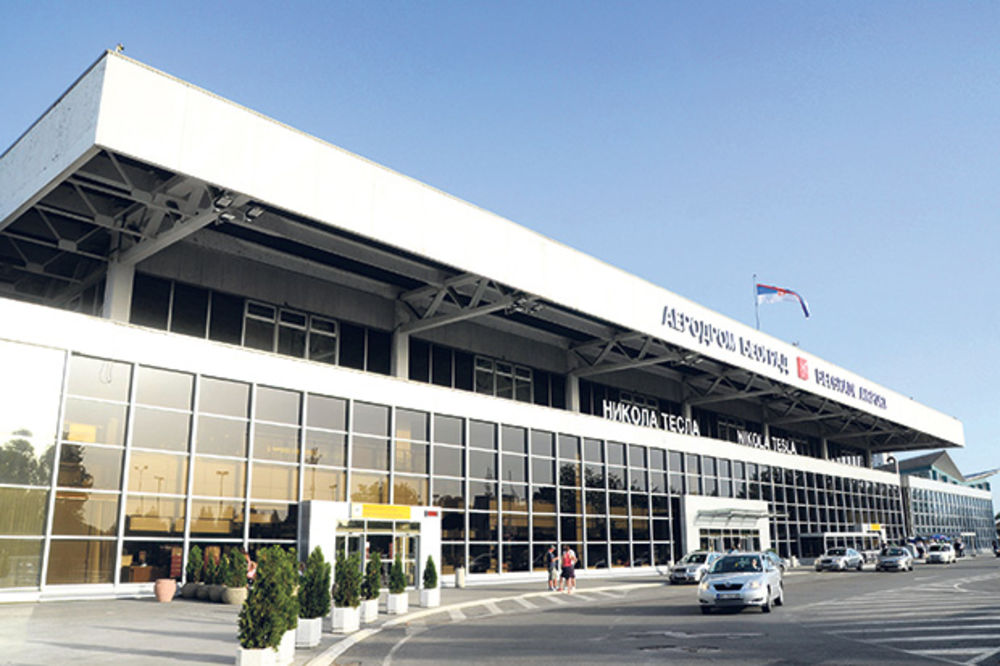 NOVI DETALJI DRAME NA BG AERODROMU: Stjuardese pokušavale da ožive Nemca