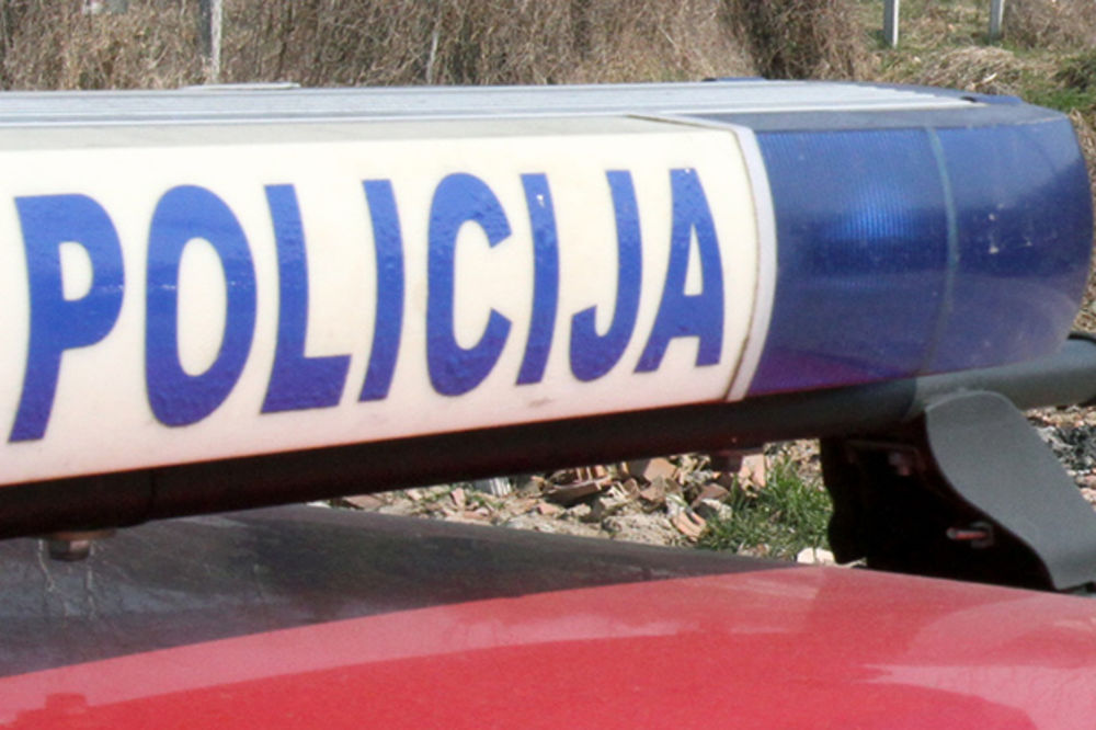 BAHATI OTAC: Deci ugrozio život, policajac okrenuo glavu