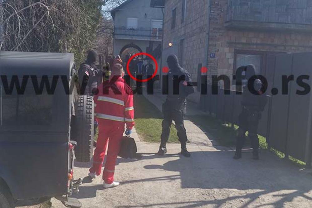 (VIDEO) UHAPŠEN POSLE 8 DANA: U kući snajperiste pronađena puška, pištolj i ručne bombe
