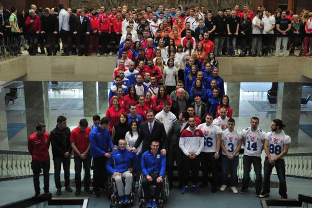 Vučić sportistima: Mi smo skromna i siromašna zemlja, molim vas da ovu našu malu pomoć poštujete