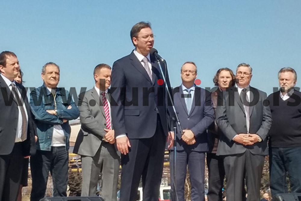 VUČIĆ RADNICIMA U SMEDEREVU: Ovu šansu ne smemo da propustimo! Živela Železara! Živela Srbija!