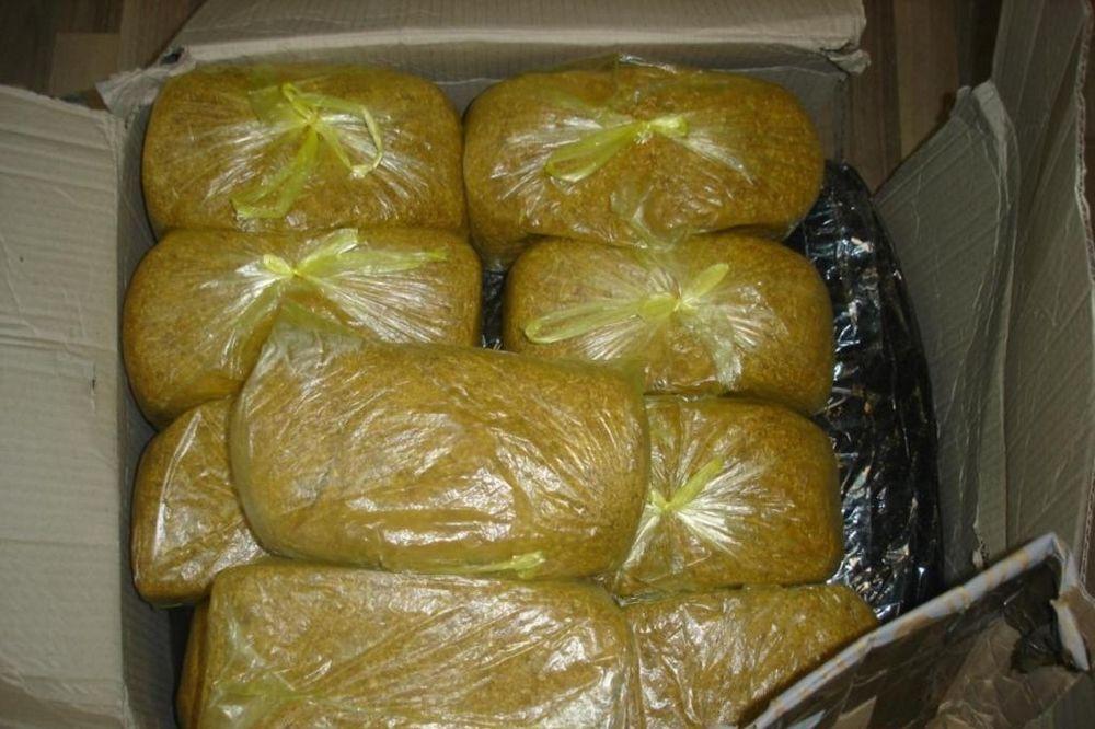Bizarno: Deset kila duvana sakrio u mrtvačkom kovčegu