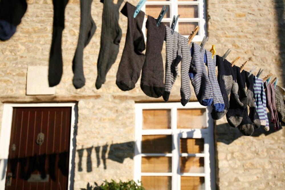 SLOBODNO OBUCITE I VI: Šta znači kada neko obuje dve različite čarape?
