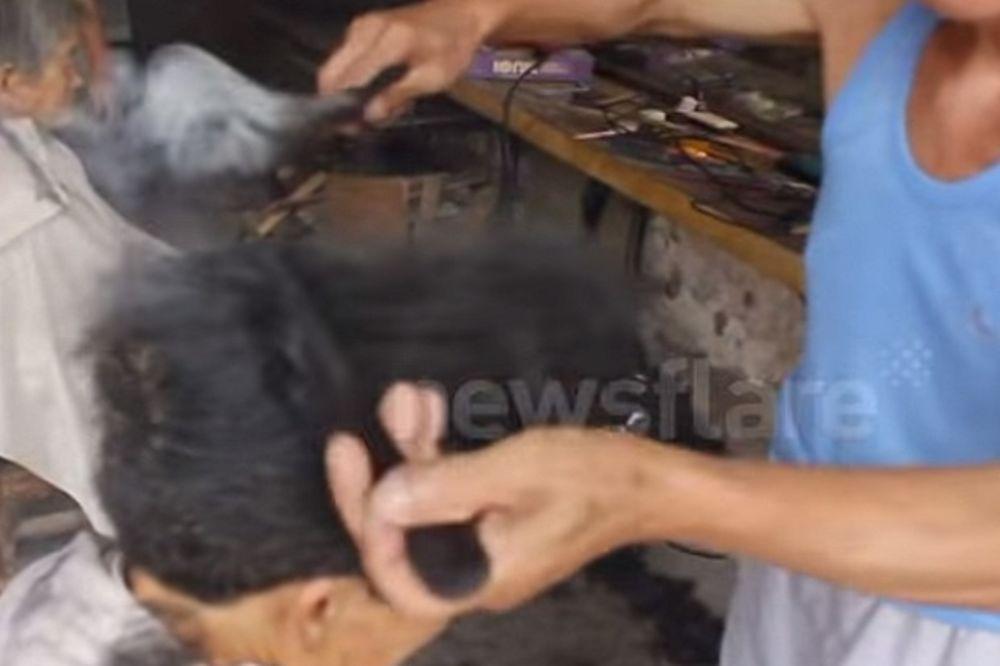 (VIDEO) KAD ON ŠIŠA, SVE SE PUŠI: Kineski frizer kosu prži, ali da vidite čime!