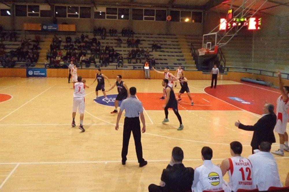 (VIDEO) SKANDAL U KRALJEVU: Košarkaš Napretka nasrnuo na gledaoca