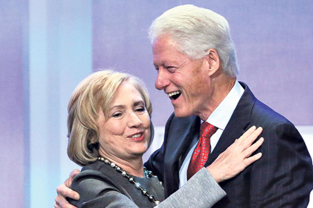 ZAJEDNIČKI BIZNIS: Bil i Hilari Klinton držeći govore zaradili više od 140 miliona dolara