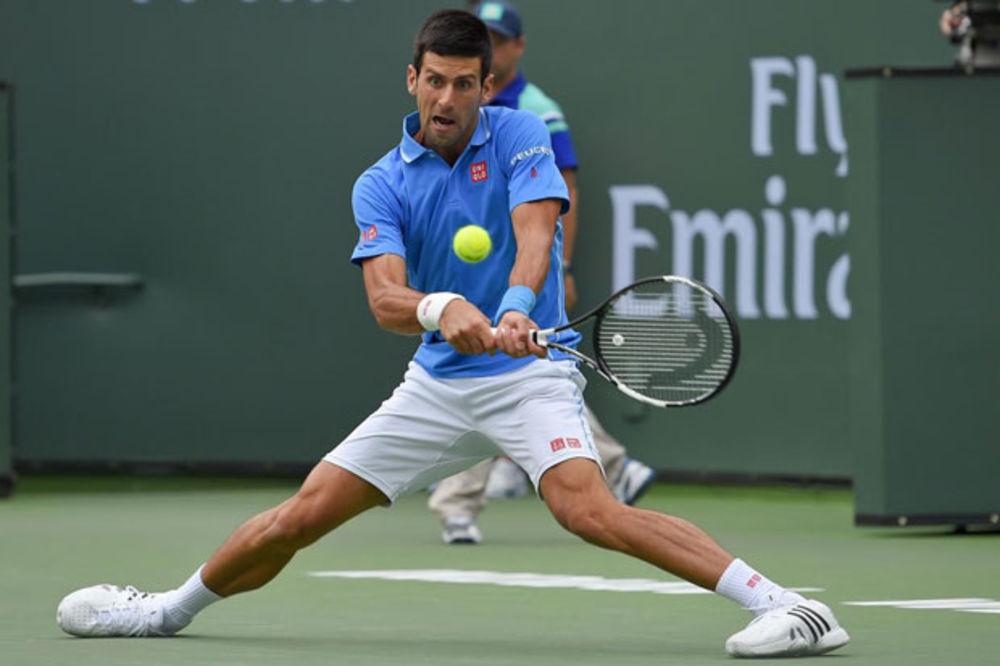 (VIDEO) Pogledajte kako se Novaku tresla ruka kada je Federer izjednačio na 1:1 u setovima