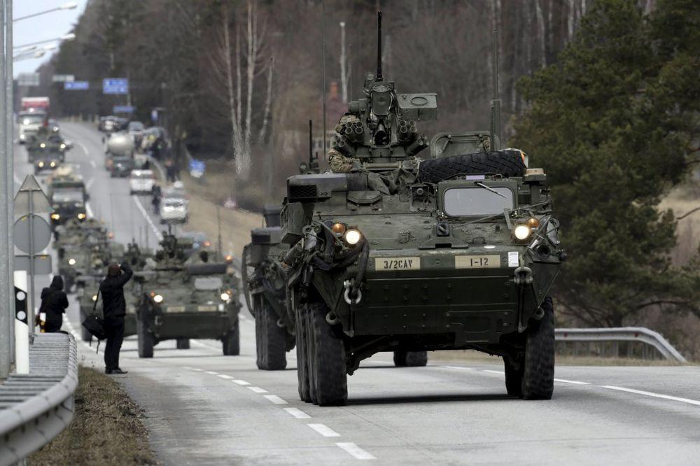ČESI IH DOČEKUJU TRULIM PARADAJZOM: Američkim vojnicima naređeno da ne reaguju