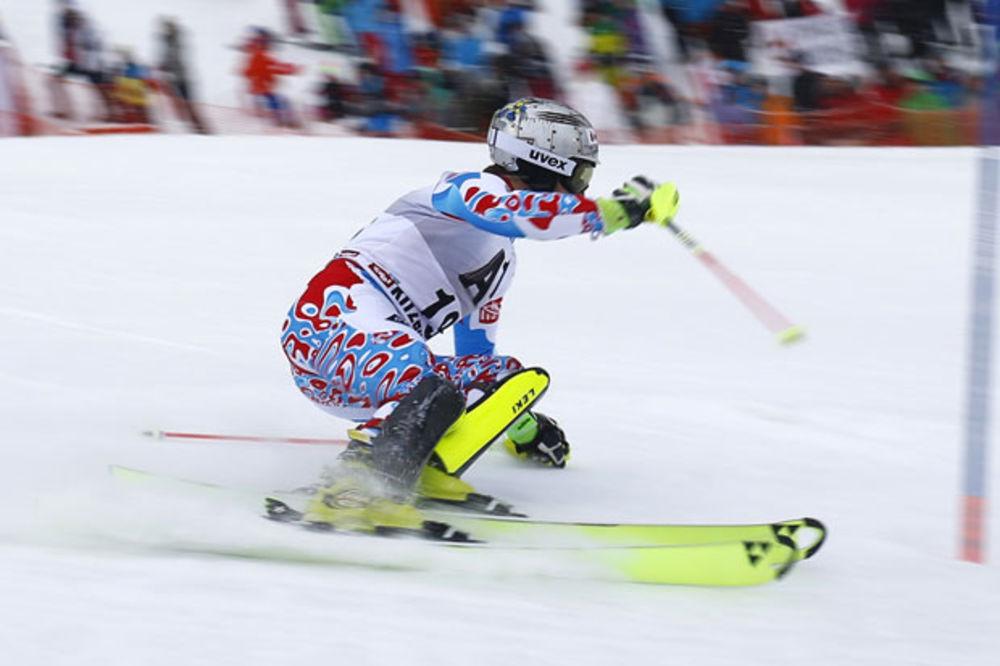 (VIDEO) SMEJE MU SE CEO SVET: Da li je ovo najgori start u istoriji skijanja?