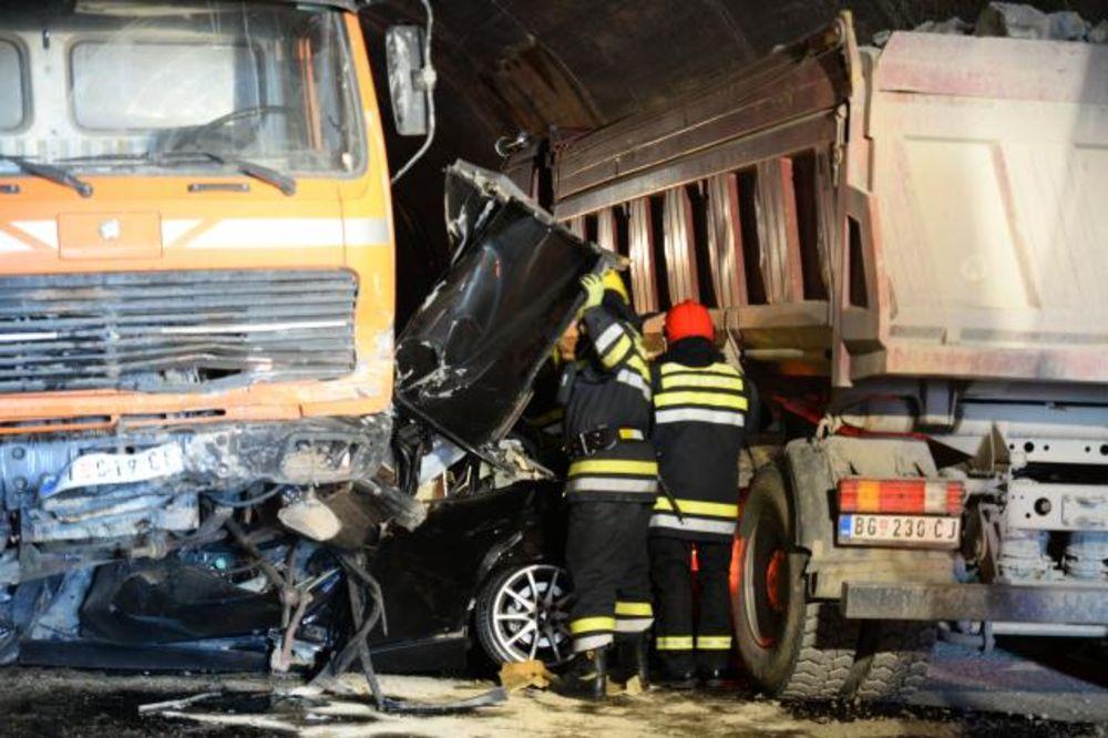 SMRSKALA GA DVA KAMIONA: Mladić poginuo dok je preticao u tunelu kod Pirota
