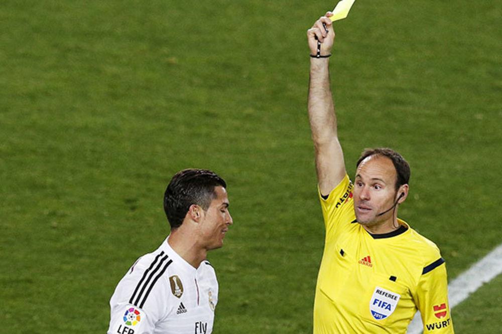 (VIDEO) PROSTAČINA: Pogledajte šta je Kristijano Ronaldo uradio sudiji kada je dobio žuti karton