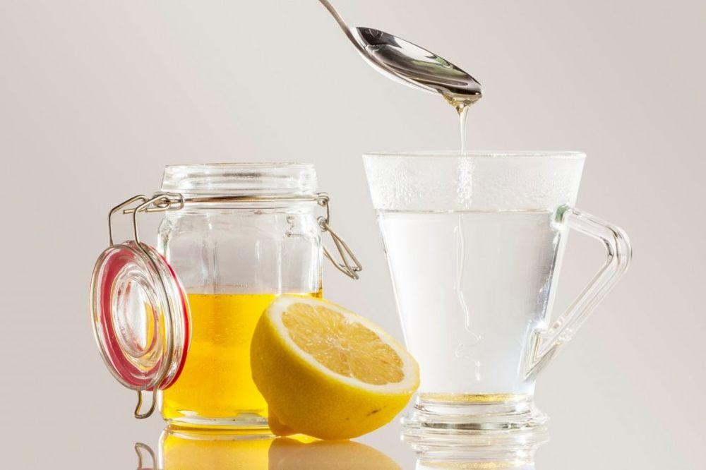 SAZNAJTE: Šta se događa sa telom ako pijete vodu s limunom i medom