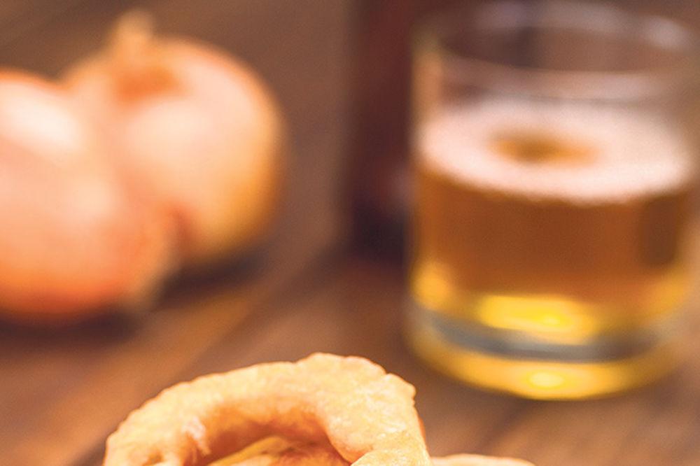 Kolutovi luka u pivskom testu