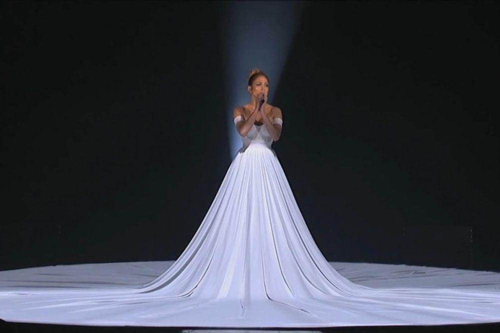 (VIDEO) ONA ĆE OBELEŽITI 2015: Magična haljina Džej Lo od 10 metara prekrila celu binu