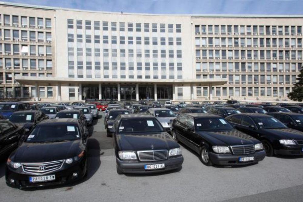 Vučić: 1.537 službenih automobila na prodaju
