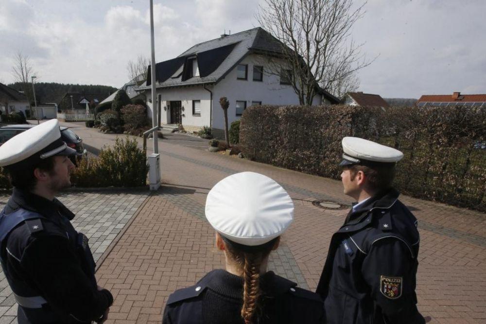 (VIDEO) UBIO 148 LJUDI I 2 BEBE : Policija opkolila i pretresa kuću kopilota Andreasa Lubica