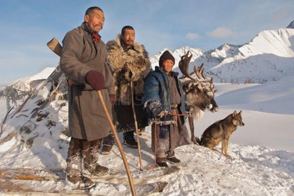(FOTO) SLIKE KOJE ĆE VAS OSTAVITI BEZ DAHA: Pleme živi na isti način od početka civilizacije!