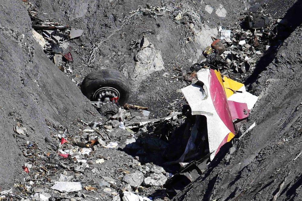 Ostaci aviona bili su rasuti po planinama (Foto: Reuters)