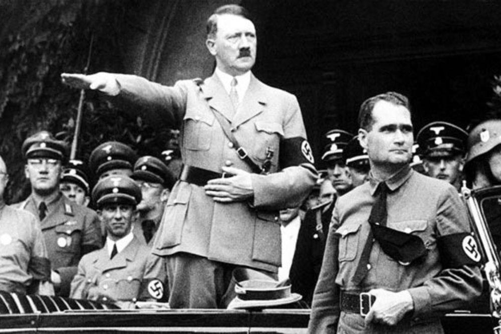 (FOTO) NACI UMETNOST: Hitlerovi crteži prodati za 400.000 evra!