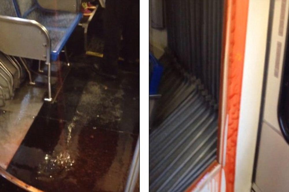 (VIDEO) PUTNICI U PANICI: Sa zidova autobusa slivala se tečnost kao krv