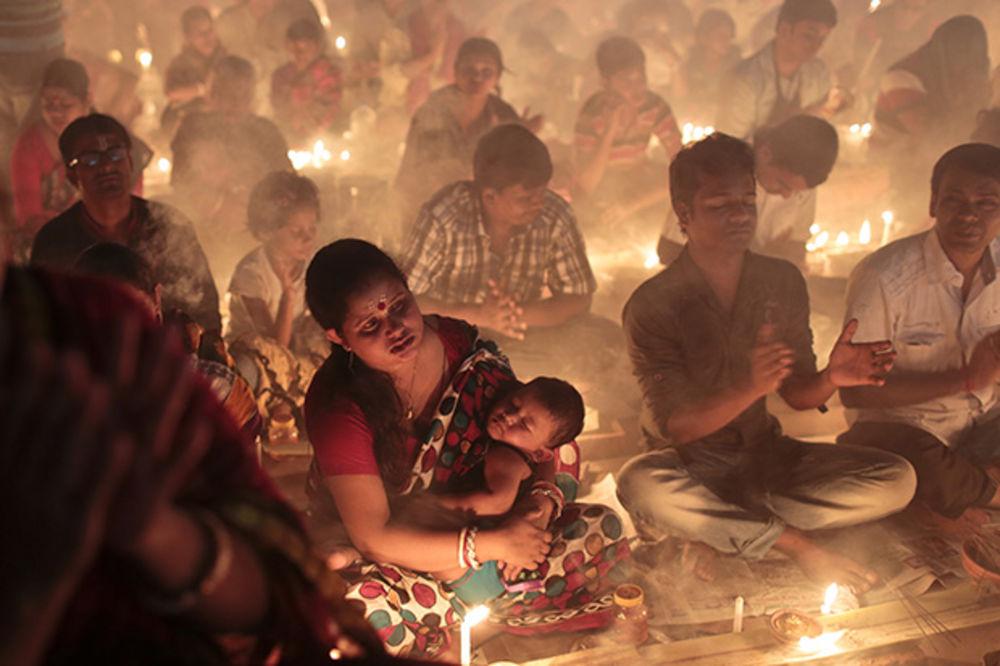 UHVATILA IH PANIKA: 10 hinduista poginulo u stampedu na ritualnom kupanju