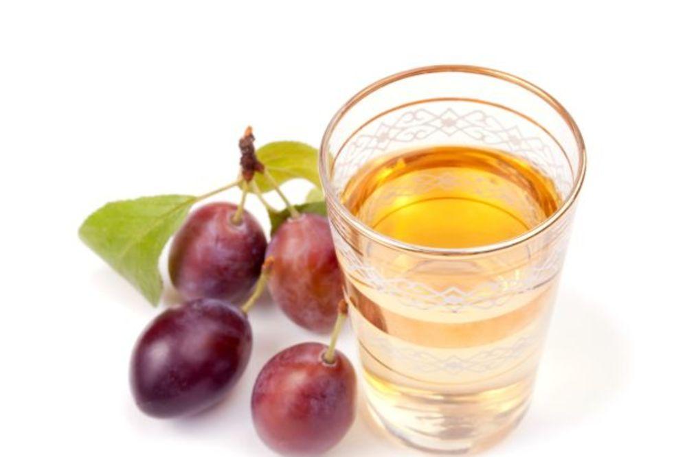KUPUJTE SAMO OD PROVERENIH: Umesto rakije prodaju bućkuriš od etanola i voćne arome?!
