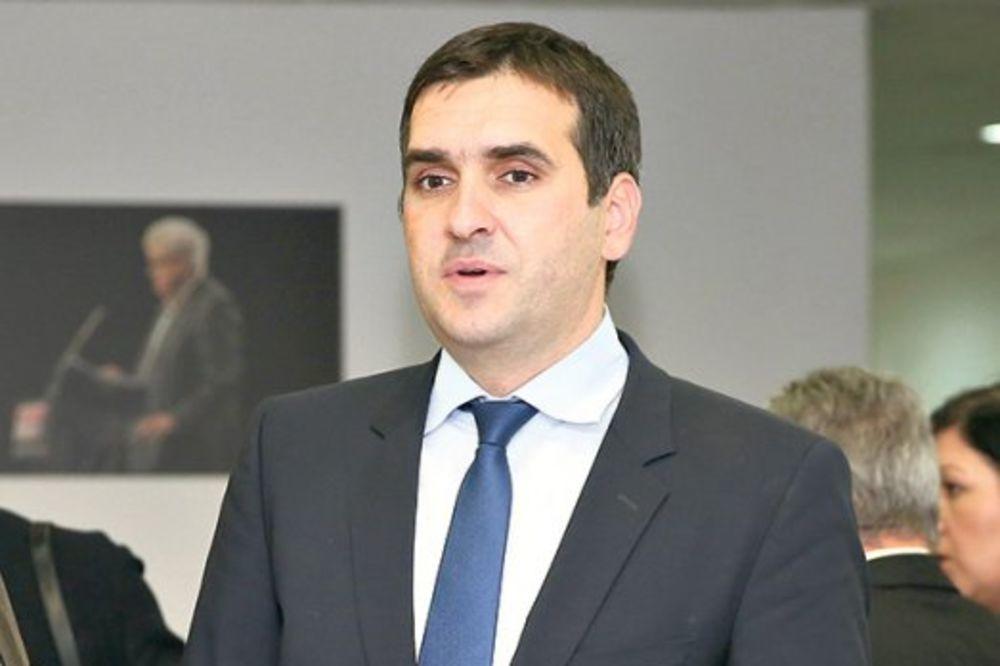PUČ U SNS: Radomir Nikolić rovari protiv Vučića!