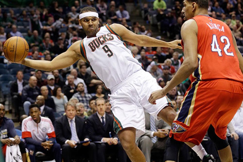 (VIDEO) SMEHOTRES U MILVOKIJU: Pogledajte najsmešniji pokušaj za trojku u istoriji NBA lige