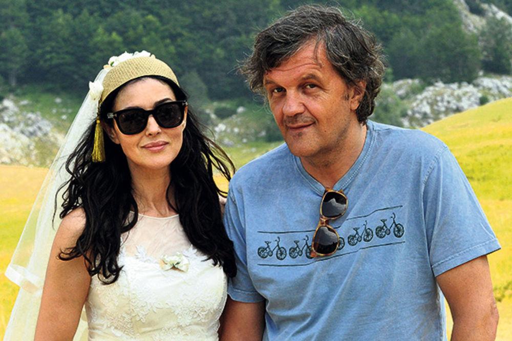 ODOMAĆILA SE: Monika Beluči hoće da zida kuću u Trebinju